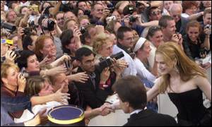 Nicole Kidman meets the fans outside the world premi�re of her film Moulin Rouge