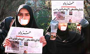 Iranian women protest against press closures