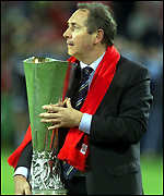 Gerard Houllier with the Uefa Cup