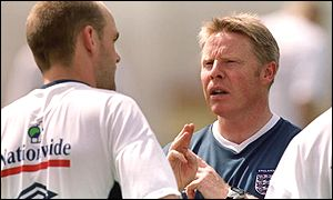 Sammy Lee (right) talks to Danny Murphy