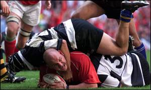 Craig Quinnell crashes over for a try