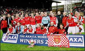 Arsenal Ladies celebrate winning the Women's FA Cup