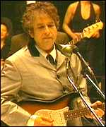 Bob Dylan plays at the 1998 Grammy Awards ceremony