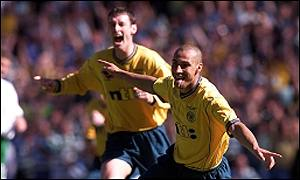 Henrik Larsson celebrates Celtic's second goal