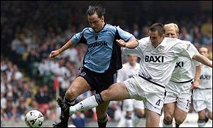 Holdsworth is challenged by Ryan Kidd