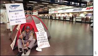 Aerolineas worker demanding his wages