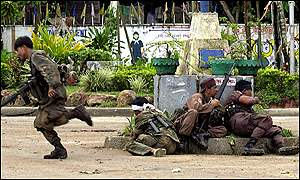 Philippines soldiers take cover in Lamitan