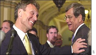 The incoming Senate Majority Leader Tom Daschle, left, and the now Senate Minority Leader Trent Lott