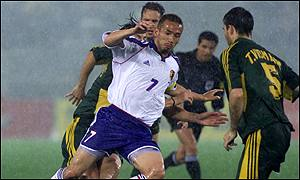 Hidetoshi Nakata in amongst the Australian defenders