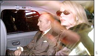 Carlos Menem, with wife Cecilia Bolocco, arrives in court by car