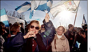 Supporters of Carlos Menem demonstrate outside the court