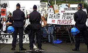 Demonstartors outside Bush's meeting with Nato officials