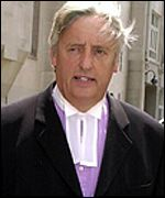 Mr Michael Mansfield QC arrives at the Old Bailey 14.06.01