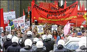 Demonstrators carrying banners of the socialist internationale