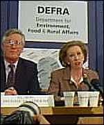 Margaret Beckett at news conference Alex Kirby