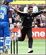 Waqar Younis claims another England wicket