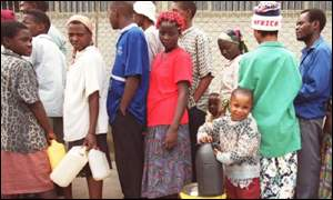 Zimbabweans queue for fuel in Harare