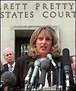 [ image: Linda Tripp speaks to the press after her grand jury testimony]