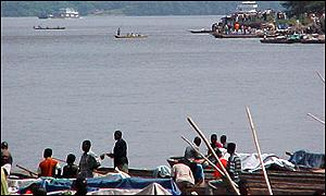 UN boat (top right hand corner) rounds the corner as it comes in to Kisangani