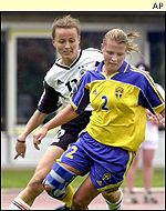 Sweden's Karoline Westberg and Germany's Claudia Mueller