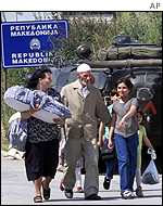 Ethnic Albanian family at Macedonia-Kosovo border