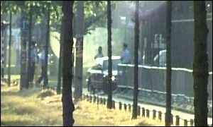 Milosevic's car arrives at court