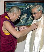 Dalai Lama (l) with Indian Prime Minister Atal Behari Vajpayee