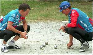 Sean Yates and Lance Armstrong play petanque in 1994