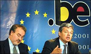 Belgian Finance Minister Didier Reynders (R) and EU Commissioner Pedro Solbes