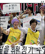 Former comfort women hold anti-Japan placards, Seoul
