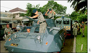 Police squad outside Jakarta home of General Suroyo Bimantoro