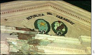 Tank damage on Paraguay's Congress building