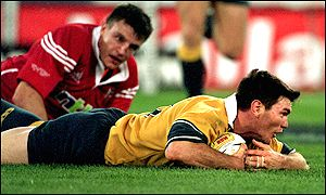 Martin Corry can't prevent Danny Herbert scoring for Australia
