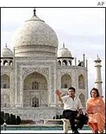 President Musharraf and his wife at the Taj Mahal