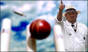 _145145_cricket_umpires_tp_300.jpg