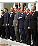 G8 leaders line up at the end of the Genoa summit