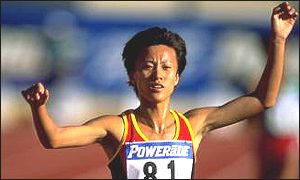 Lili Yin raises her arms in triumph