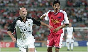 Fabien Barthez showed fancy footwork in Singapore