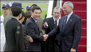 Colin Powell arriving at Seoul's military airport