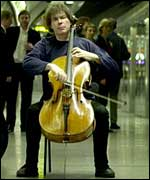 Julian Lloyd Webber in a tube station