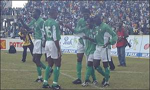 Nigerian players celebrate one of the crucial goals against Ghana by Babangida (13)