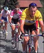 Lance Armstrong rides to victory in 2000