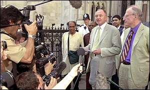 Ken Livingstone and Bob Kiley outside the High Court