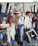 Jews leave the Western Wall