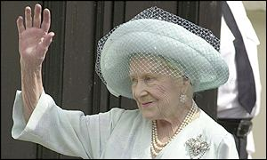 Bbc News Uk In Pictures Queen Mother S 101st Birthday