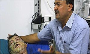 Marwan Barghouti with injured comrade Muhannad Halaweh