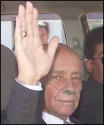 Hugo Banzer waving as he leaves