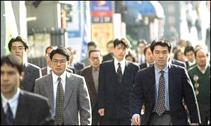 Japanese workers throng a Tokyo street