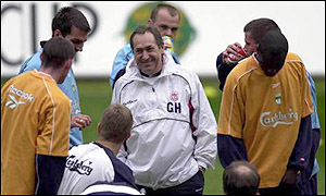 Gerard Houllier (centre)
