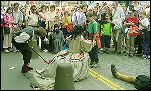 street performers at the Fringe